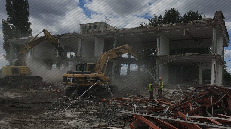 ipari épület bontás gépekkel
